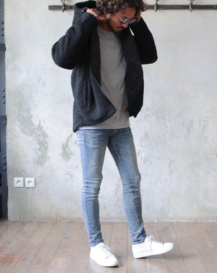 黒のボアジャケットのアメカジ風コーデ